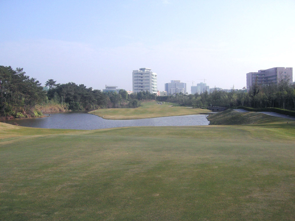 Huizhou lakefront golf club resort for Lake front view